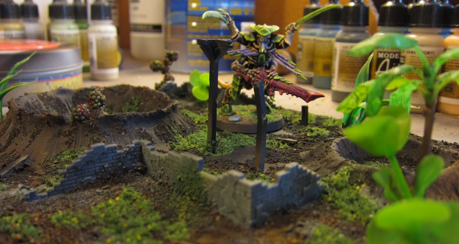 A tyranid warrior among the ruins